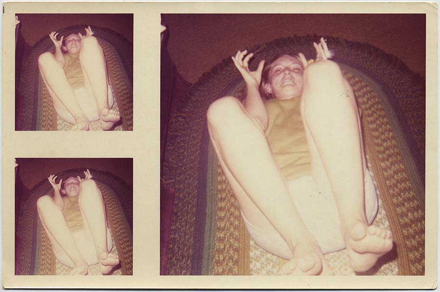 fp10389(Kid-Knees-Up-Floor)