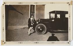 fp3649(WomanSeatedAutoBumper)