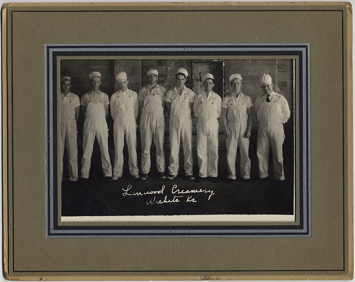 fp4183(GP_Chefs_CaptionLinwoodCreamery_WhiteOveralls)