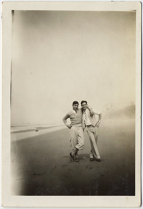 MEN in PLUS-FOURS UNBUTTONED SUIT AFFECTIONATE EMBRACE on FOGGY BEACH GAY INT