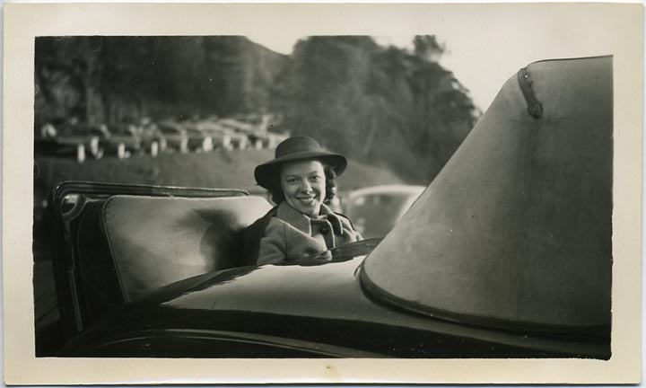 fp1970 (Woman-Rumble-Seat)
