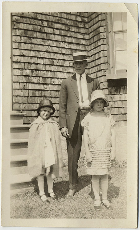 FATHER w BOATER STRAW HAT & TWO ADORABLE FLAPPER GIRLS against SHINGLE HOUSE