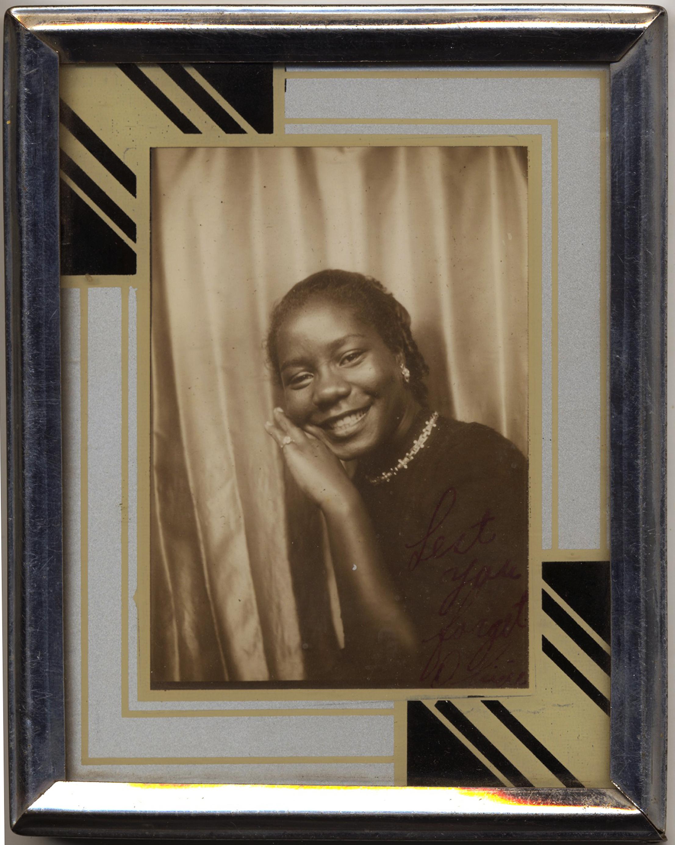 fp3282(PB.Girl.PaintedFrame)