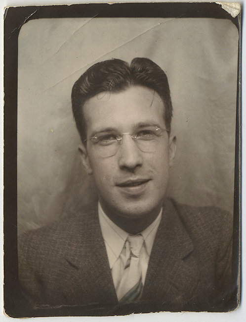 LOVELY PHOTOBOOTH CHARMING STUDIOUS LOOKING MAN in GLASSES LIGHTLY HAND TINTED