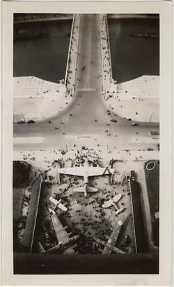 fp8427(Planes-Abstrract-EiffelTower)
