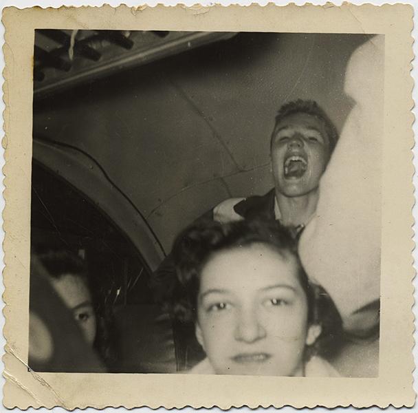 fp8897(Teenagers-Laughing-Crop)