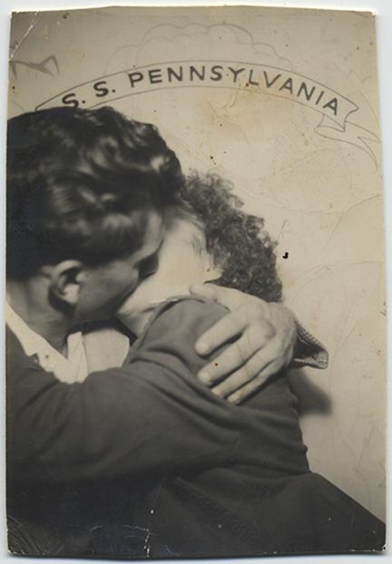 fp5318(MilitaryCouple_Kissing_SSPennsylvania)