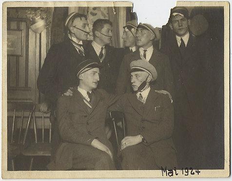 STRANGE UNUSUAL DISTURBING GERMAN WWI VETERANS w HEAD JAW INJURIES BANDAGES