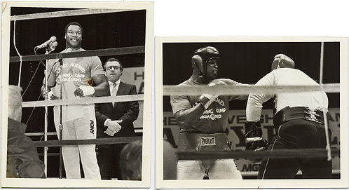 BOXER PRIZEFIGHTER LARRY HOLMES BOXING BOXES SPARS FIGHTS & SPEAKS BOXING RING