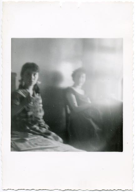 fp2118 (Blurred-Girl-Mother)