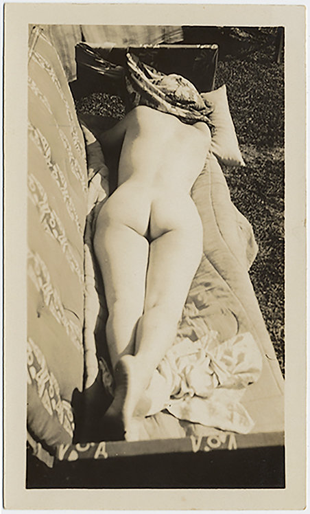 STUNNING RECLINING NUDE LIES CATCHING a TAN SUN BATHING HEAD COVERED on COUCH