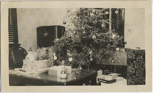VINTAGE RADIO in XMAS INTERIOR w TREE and UNWRAPPED PRESENT