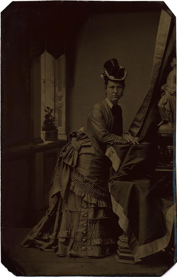 fp10282(TT-Woman-Ornate-Dress)