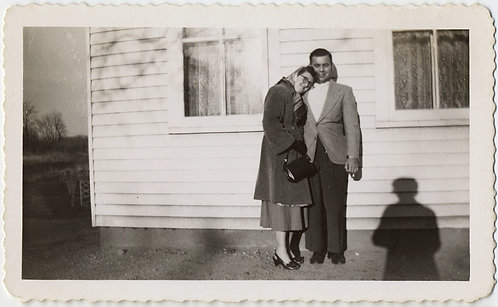 LOVELY AFFECTIONATE COUPLE STAND for PORTRAIT w GREAT SHADOW of PHOTOGRAPHE