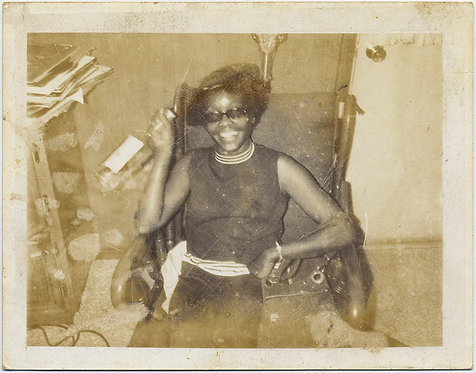GOOD TIME AFRICAN AMERICAN BLACK WOMAN GRABS BOOZE BOTTLE WILL PARTY POLAROID