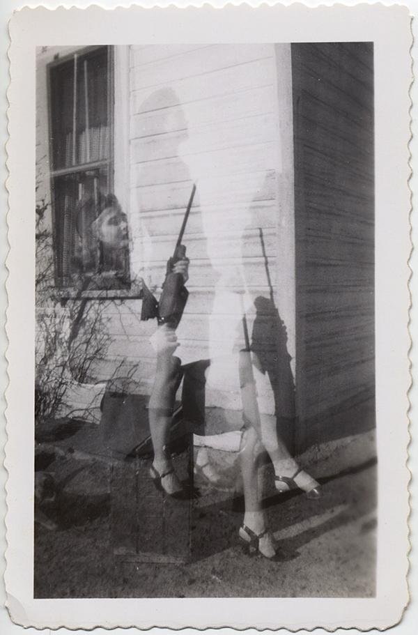 fp10304(DE-Woman-Rifle-Gun)