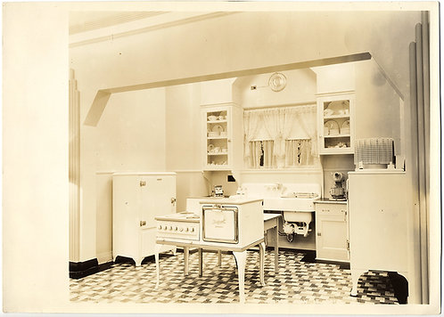 MOCK KITCHEN HOUSEHOLD APPLIANCE SHOWROOM WORLD'S FAIR? EARLY DISHWASHER?