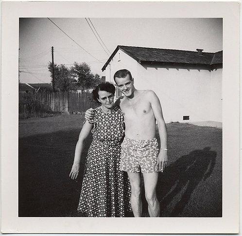 SEXY BEAST SHIRTLESS CUTE SMOKING YOUNG GUY w PATTERENED SHORTS HUGS AWKWARD MOM