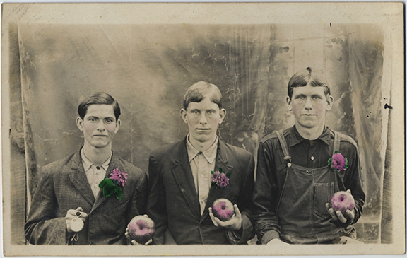 fp4789(RPPC_ThreeYouth_Flowers_Apples-tinted)