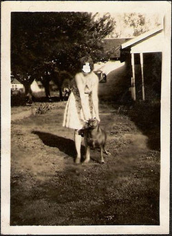 fp0262(DefacedFaceWoman&Dog)