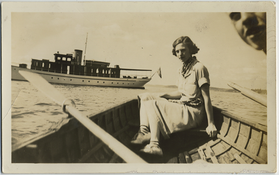 fp5401(Girl_Canoe_Boat)