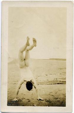 fp1852 (Man-Nude-Handstand)