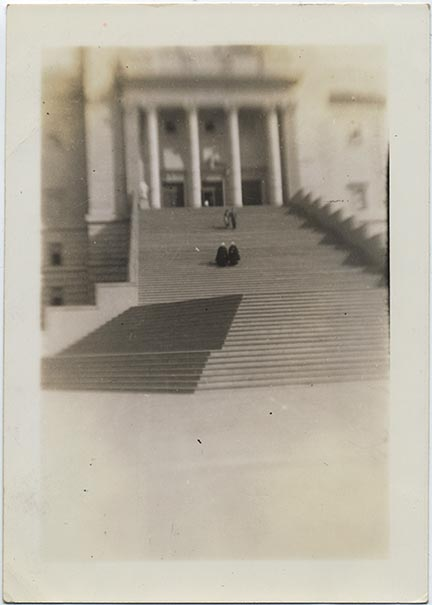 fp6901(ArchitectureAbstract_SaintJoseph'sShrineMontreal_Stairs_Blur)