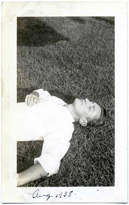fp1386 (handsome man sleeps on grass)