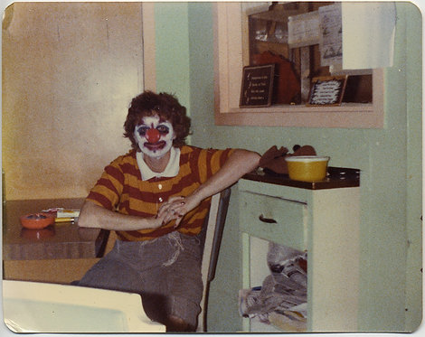 SCARY CRAZY BAD CLOWN SITS SMUGLY at 70s KITCHEN TABLE BAD MAKEUP