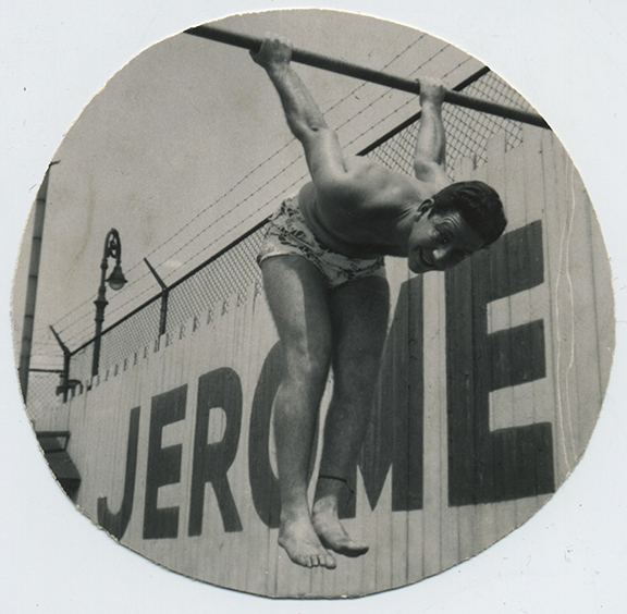 fp4632(Man_Gymnastic_JeromeSign)