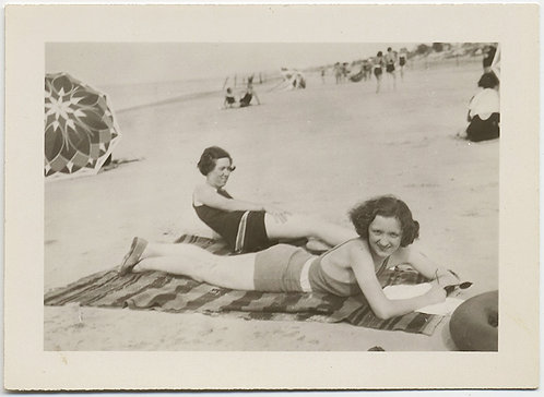 STRIPES and PATTERNS! SUN-LOVING FLAPPER WOMEN LIE on BEACH