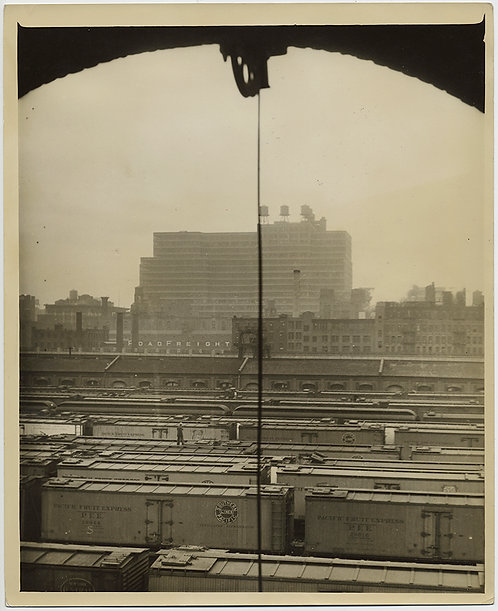 PRESS PHOTO STUNNING ARTISTIC VIEW of NYC WEST SIDE FREIGHT YARDS PACIFIC FRUIT