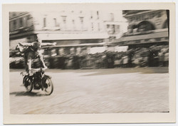 fp2790(Men_MotorbikeStunt)