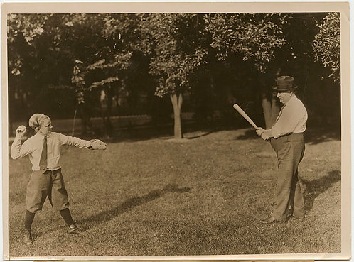 PRESS PHOTO CALIFORNIA GOVERNOR FRIEND RICHARDSON PLAYS BASEBALL w SON John W