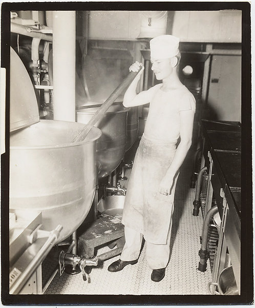 IDd SAILOR STIRS VAT KITCHEN GALLEY LAUNDRY USS CUTISS John Bowling Knoxville