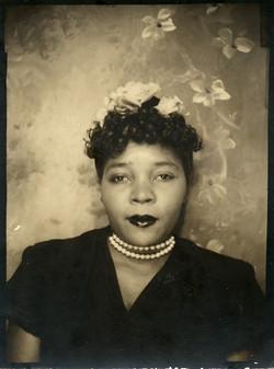 fp0805 (woman wearing pearls)