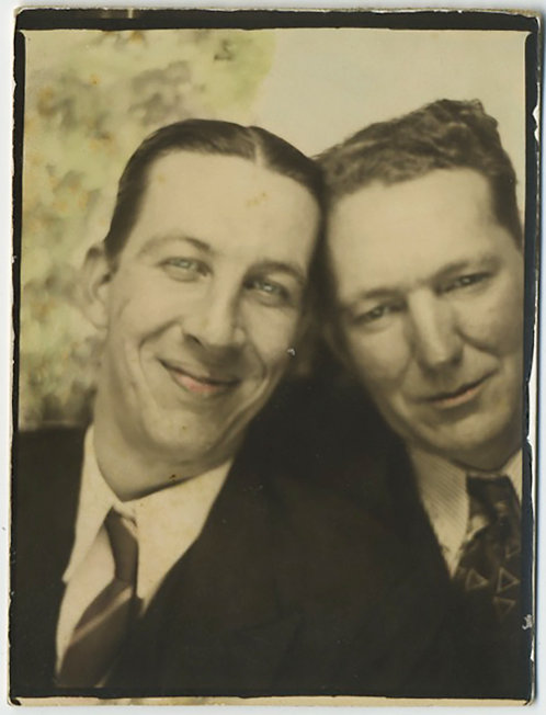 SUPERB PHOTOBOOTH HAND TINTED COLORED TWO INTIMATE AFFECTIONATE MEN GAY INT