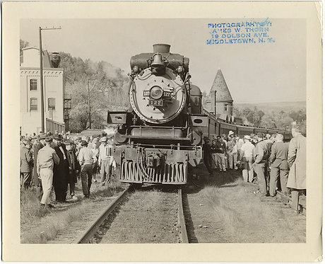 STEAM TRAIN VINTAGE LOCOMOTIVE PASSES THROUGH GROUP CROWD in MIDDLETOWN NY PROOF