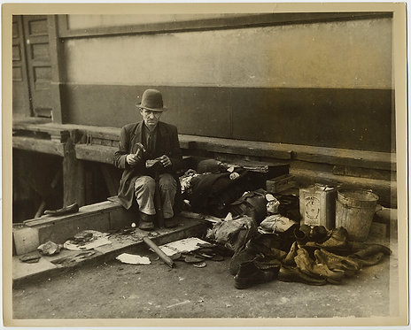 PRESS PHOTO GREAT DEPRESSION HOMELESS MAN COBBLER FIXES SHOE on SIDEWALK WPA-esq