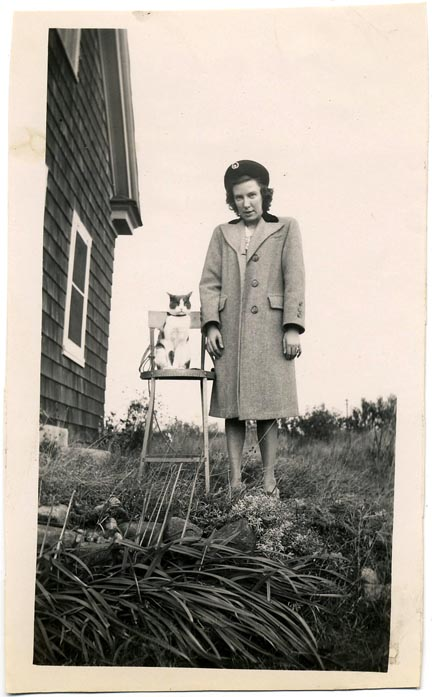 fp0982 (woman cat on chair)
