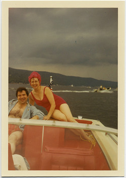 fp10362(Woman-Red-Swimsuit-Motorboat)
