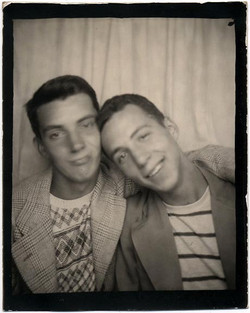 fp1005 (two boys photobooth)