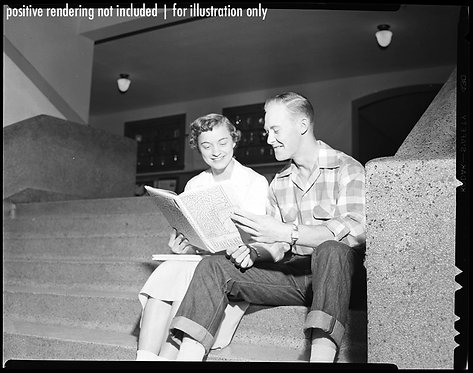 4x5 NEGATIVE PRESS PHOTO PREPPY HIGH SCHOOL SWEETHEARTS READ YEARBOOK on STEPS