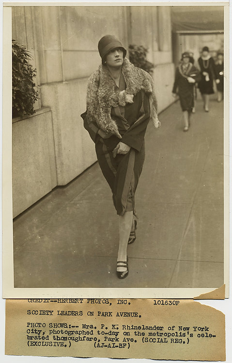 PRESS PHOTO SOCIETY WOMAN w DEAD FOX STROLLS PARK AVE in FURS Mrs. Rhinelander