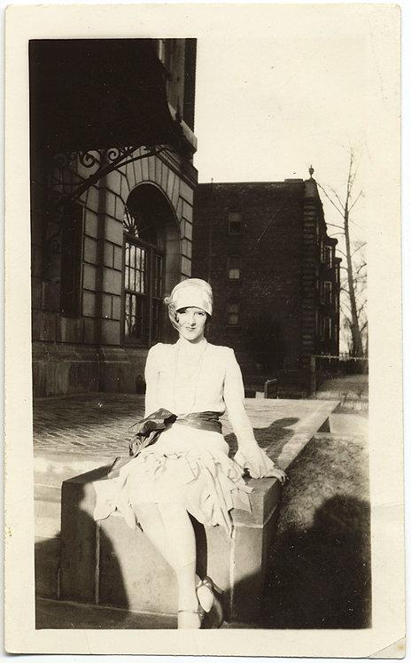 STUNNING GORGEOUS PRETTY FLAPPER WOMAN in LIGHT & DARK STUDY