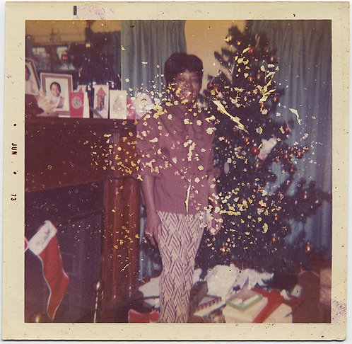 INTERESTING DISTRESSED SNAP of AFRICAN-AMERICAN WOMAN at HOME at XMAS