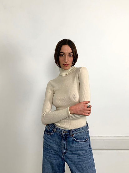 Extra Fine Wool Roll Neck Knit