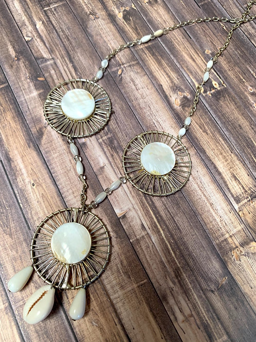 Madre pearl and sea shells necklace