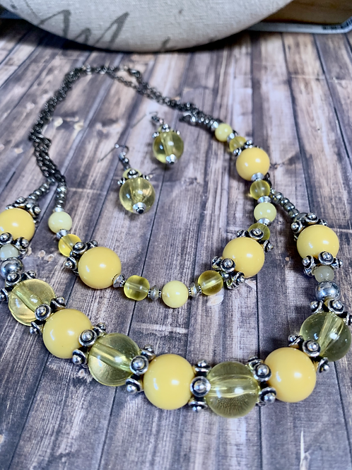 Yellow acrylics beads and silver necklace set