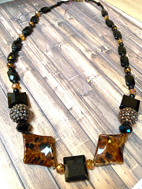 Animal print and black resin beads necklace